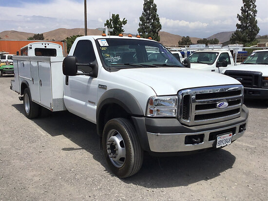2007 Ford F550 Service Truck Runs and moves, subject to arb regulations