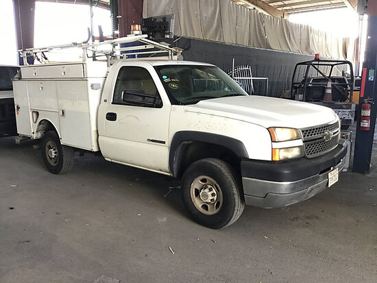 2005 Chevrolet Silverado 2500HD Service Truck runs and moves, paint damage