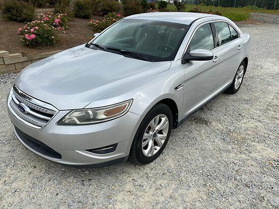 (Villa Rica, GA) 2010 Ford Taurus 4-Door Sedan, (Co-op Owned) Runs & Moves) (Minor Body Damage