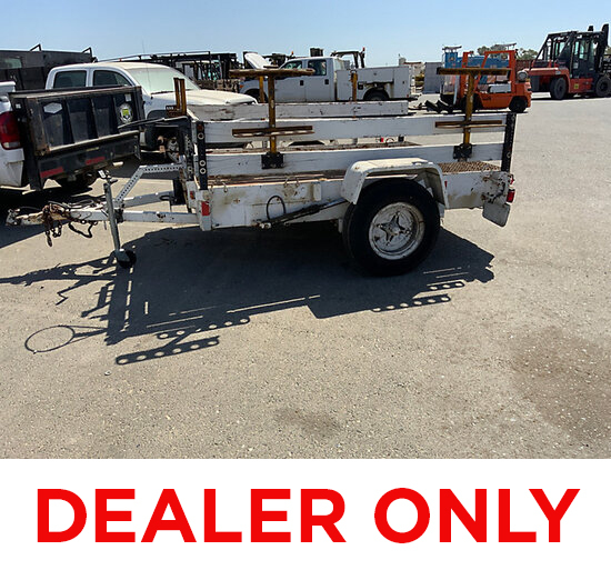 1900 5.5 ft X 8 ft metal deck DEALER ONLY, Condition Unknown, tilt release rod bent, no ID plate, Ho