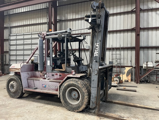 "2007 Taylor T300m Forklift; S/n Sbf34210; 30,000 Lb Maximum Capacity @24"" Load Cente; 39,950 Lb Tota"