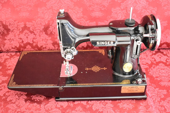 SINGER FEATHERWEIGHT SEWING MACHINE!