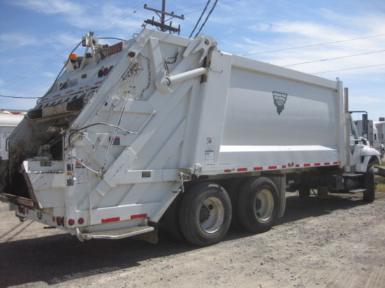 2012 INTERNATIONAL 7400 TRUCK W/  HEIL REAR LOAD 27 YD GARBAGE TRUCK