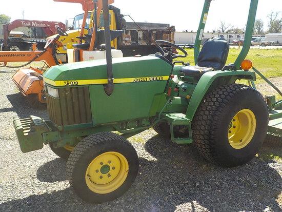 JOHN DEERE 790 4X4 TRACTOR