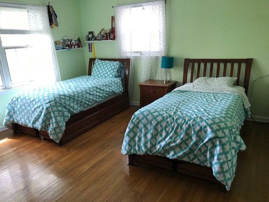 Pair of matching twin cherry trundle beds with mattresses, (2) 5 drawer chest of drawers & stand