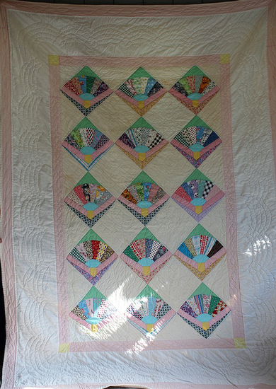 "67"" x 96"" Hand sewn Fan quilt - Some light discoloration"