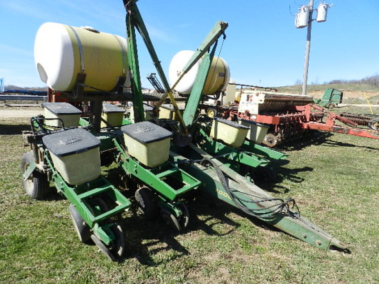 Lot Of 1 John Deere 7000 Planter 8 Row Manual Fold