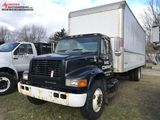 2001 INTERNATIONAL 4700 SINGLE AXLE BOX TRUCK, DT466E DIESEL ENGINE, 6-SPEED TRANS, 26' BOX, REAR RO