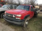 2006 CHEVY 3500 REGULAR CAB FLAT BED TRUCK, 6.0L V8 GAS ENGINE, AUTO TRANS, 9' BED, DIESEL AUX FUEL