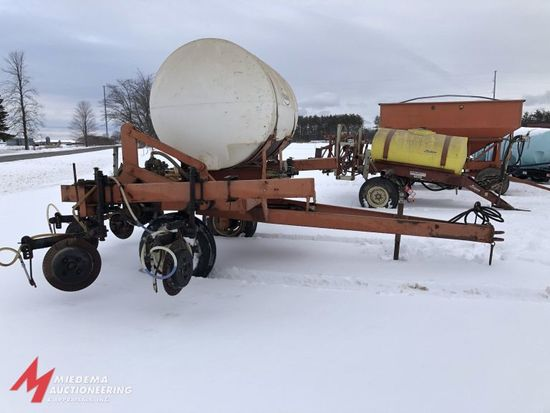 CLARK 28% APPLICATOR, 7 COULTERS, 500 GAL POLY TANK, 2 WHEEL TRANSPORT