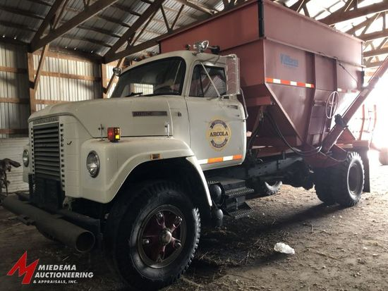 1978 INTERNATIONAL HARVESTER FLEETSTAR 2010A GRAVITY BOX TRUCK, DAY CAB, S37 GAS ENGINE, KILLBROS 38