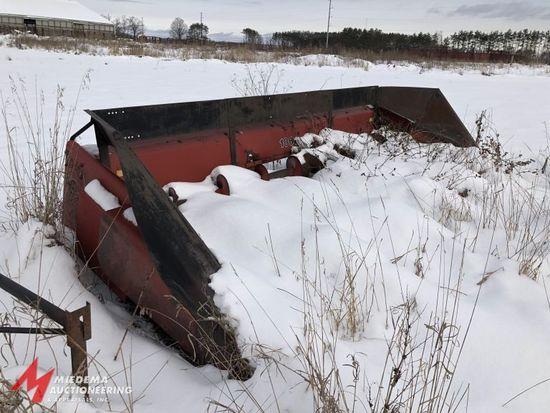 CASE INTERNATIONAL HARVESTER 1063 CORN HEAD, 6R30'', METAL SNOUTS
