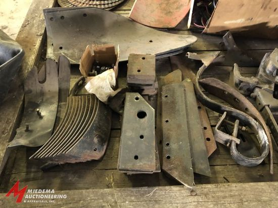 ASSORTED INTERNATIONAL HARVESTER PLOW SHIMS, LANDSLIDES, AND MOLDBOARDS, INCLUDES BOLTS AND VARIOUS