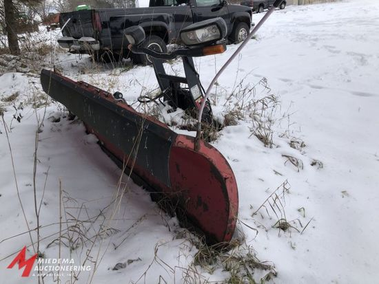 BOSS 9' SNOW PLOW, STRAIGHT BLADE