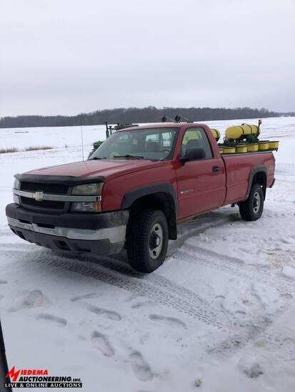 2004 CHEVY 2500HD, 4WD PICK UP, 6.0L V-8 GAS ENGINE, 160,000 MILES, REGULAR CAB, LONG BED, VIN:1GCHK