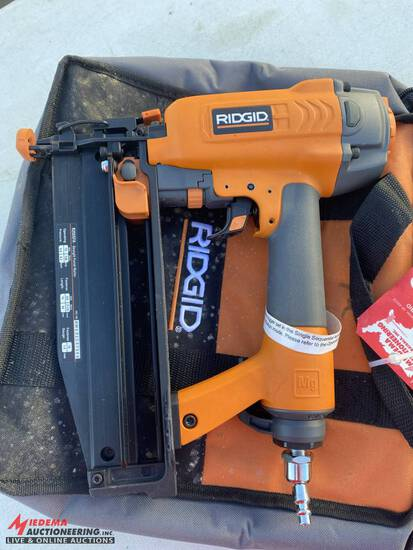 RIDGID PNEUMATIC STRAIGHT FINISH NAILER WITH BAG CASE