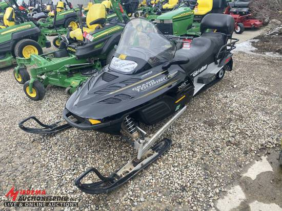 2001 SKIDOO GRAND TOURING 700 SNOWMOBILE, REVERSE, ELECTRIC START, NO BRAKES, 2179 MILES SHOWING, SE