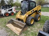 CAT 246 RUBBER TIRE SKID STEER, CAB, AUX. HYDRAULICS, 72'' BUCKET, 2081 HOURS SHOWING, S/N: CAT0246C