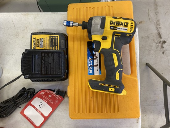 DEWALT 1/4'' CORDLESS 20VOLT IMPACT DRIVER WITH BATTERY, CHARGER & ASSORTED BITS
