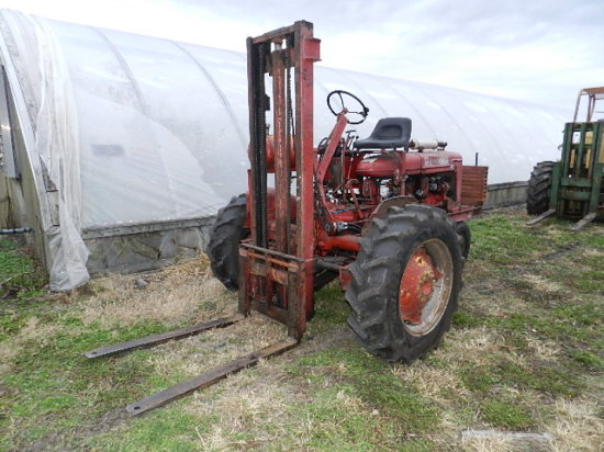 FARMALL BN FORKLIFT TRICYCLE W/ A JOHN'S LIFT, SINGLE STAGE