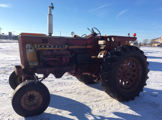 IH Farmall 806 Diesel Tractor
