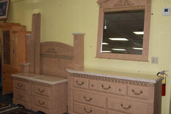 Bedroom set Q/F Bed, Dresser w/ Mirror, 2 Night Stands