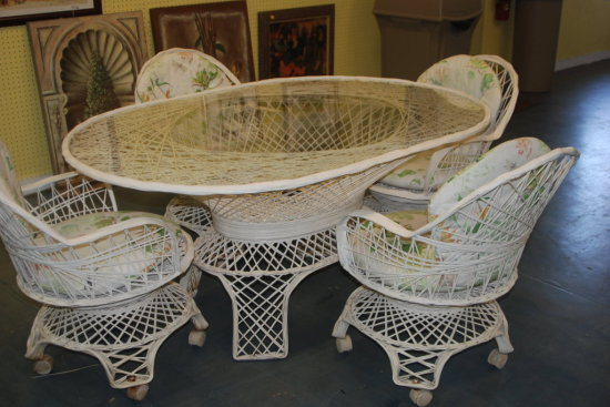 Patio set- White Table w/ 4 Chairs