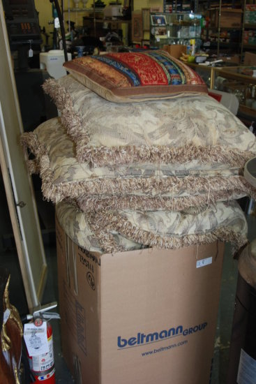 2 bags of decorative pillows