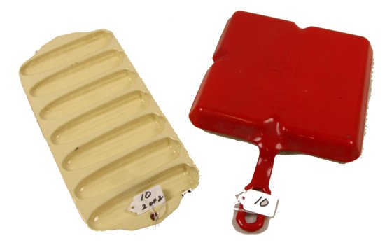 Lot:10 - Griswold: Flamingo Red & Cream Porcelain Finish; Colonial Breakfast Skillet Pn 666 & No. 27
