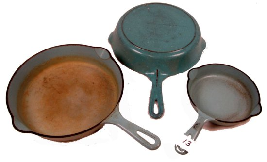 Lot:13 - 3 Skillets: 2-turquoise Porcelain; Turq. Interior: Griswold; Sl; Smooth #3; #7 & 1- Turq/ W