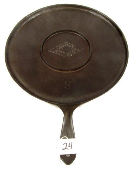 Lot:24 - Round Handle Griddle; Griswold; Diamond Logo; Pn 738