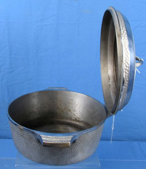 No. 8 Hinged Dutch Oven; Hammered; Griswold Sl; Erie Pa; Chrome; P/n 2058/2098
