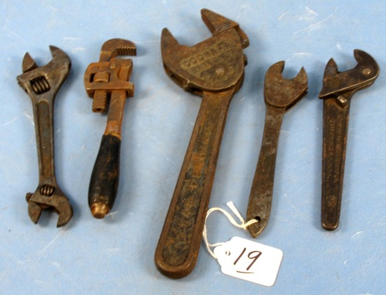 Misc. Wrench Lot: Cochran Speed Nut; 1 Sm. Unmrkd Speed Nut; Sm. Pipe Wrench; Dbl. End 6in Wrench C