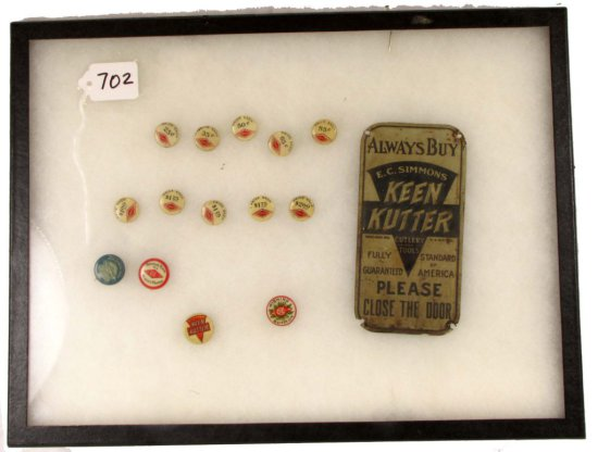 Lot: 10 Price Buttons; De; 3 Advertising Pin Backs; De ( Christmas; Logo & Blue Diamond Ware); Ecs