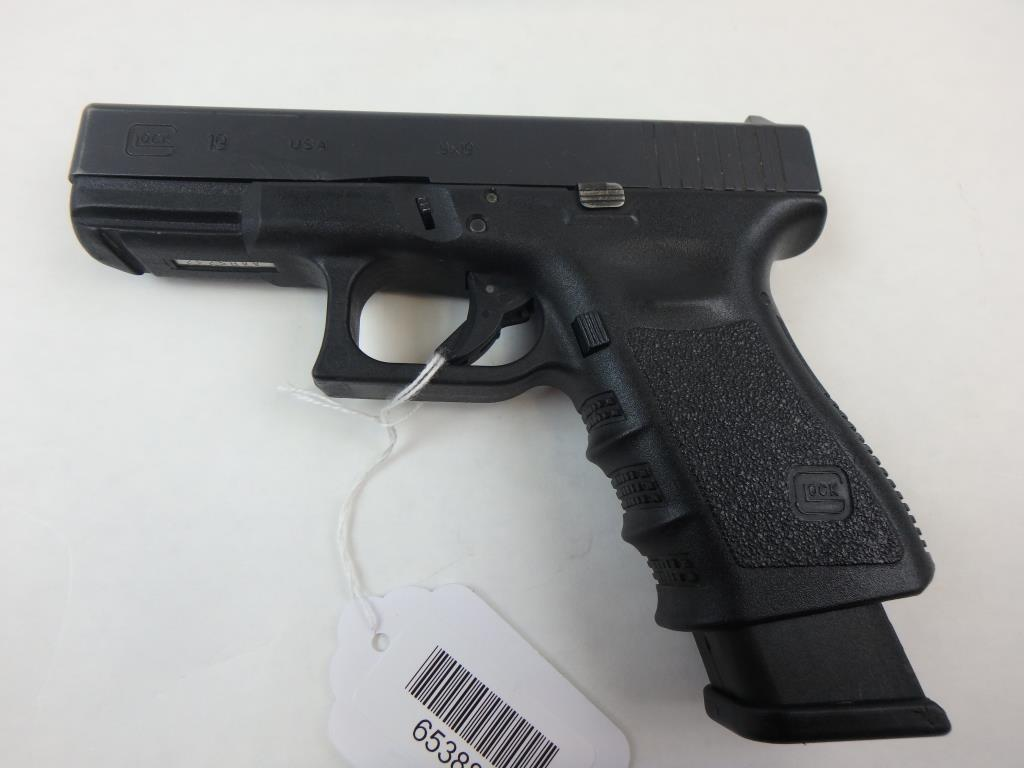 GLOCK 19 PISTOL 9MM SN:  AAHS232 W/MAG, AVERAGE