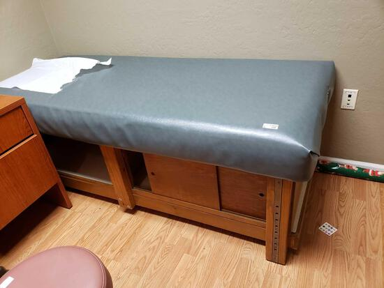 Medical Wood Custion Top Exam Table