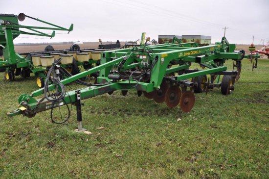 04 JD 2700 5-shank mulch ripper w/ rear leveler