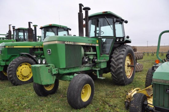 81 JD 4440 tractor