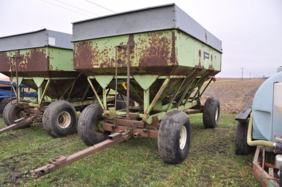Parker center dump gravity wagon