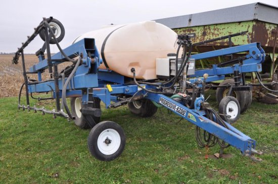 Progressive 4200 pull-type sprayer w/ 800 gal. poly tank