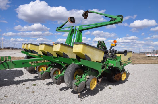 "'95 JD 1760 12 row 30"" planter"