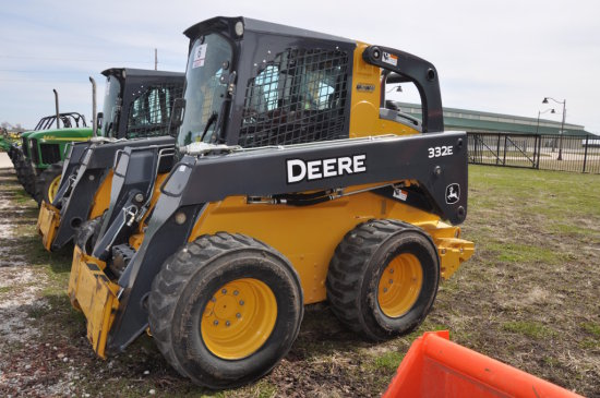 '13 JD 332E wheel skid loader
