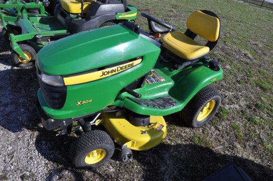 JD X304 riding mower
