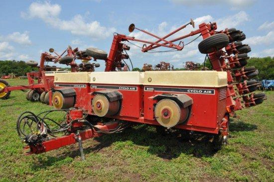 "IHC 800 23R15"" bean planter"