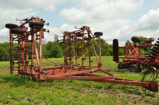 IH 4700 42' field cultivator