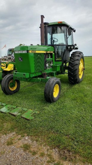 89 JD 4255 tractor