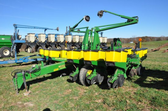 "'01 JD 1760 12R30"" Conservation wing fold planter"