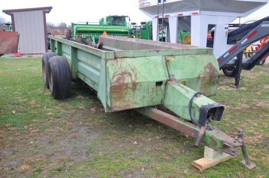 JD 680 tandem axle manure spreader