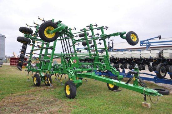 "'15 JD 2210 30' 6"" field cultivator"