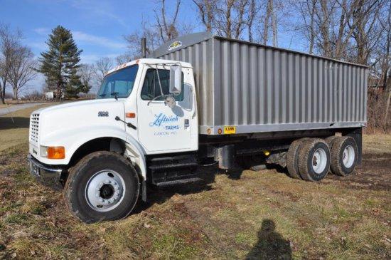 '01 IH 4900 tandem grain truck